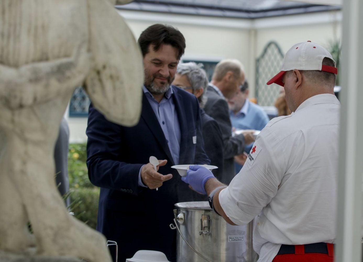 Mittagsverpflegung durch das Wiener Rote Kreuz, Foto: BPD